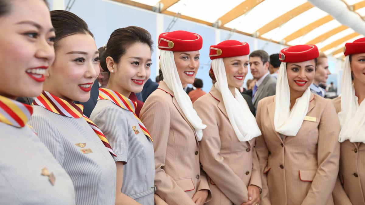 tripulación de cabina de hainan airlines y emirates