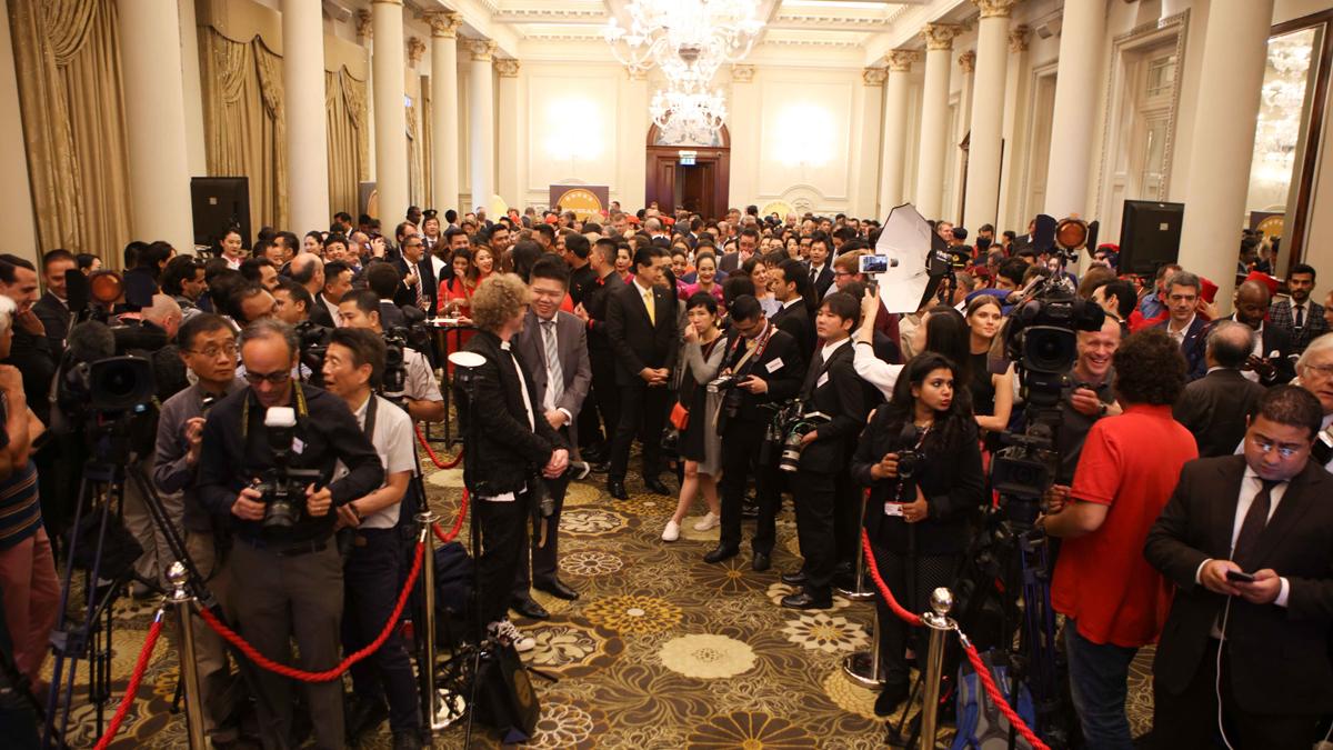 los medios se agrupan antes de los premios